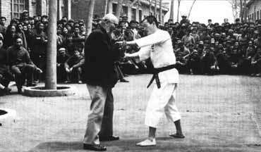 kaiso demonstrating techniques in china 1978
